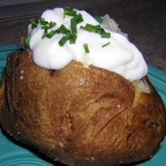 How Long Does Sour Cream Last? Garlic Baked Potatoes, Food Shelf Life, Vegetarian Bake, Tasty, Yummy Food, Food Hacks, Food Tips, Food Website, Sour Cream