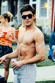 Zac Efron : Shirtless on The Grill!