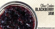 Here is a recipe for making simple, delicious blackberry jam in the crock pot or slow cooker. Use fresh blackberries or any in-season berry for this recipe. Crock Pot Slow Cooker, Crock Pot Cooking, Slow Cooker Recipes, Crockpot Recipes, Blackberry Freezer Jam, Blackberry Jam Recipes, Real Food Recipes, Dessert Recipes, Yummy Food
