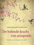 In De helende kracht van acceptatie laat Annemarie Postma zien waarom het zo belangrijk is om bewust te leven vanuit omaming van de realiteit. Want hoe vaak lukt het jou om een week - of een dag - in volkomen acceptatie te leven met je leven zoals het nu is, en met jezelf zoals je nu bent?