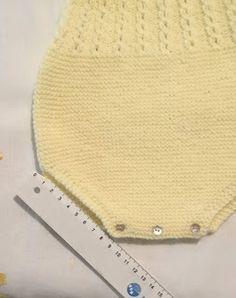 Crochet Baby Dress Free Pattern, Crochet Baby Booties, Knit Or Crochet, Crochet For Kids, Crochet Patterns, Knitting Patterns, Knitting Stitches, Baby Knitting, Tricot Baby