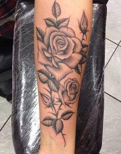 Black and grey rose tattoo rose thorn tattoo, rose tattoo forearm, rose sleeve tattoos Black And Grey Rose Tattoo, Black And White Roses, Tattoo Black, White Rose Tattoos, Large Tattoos, Trendy Tattoos, Cool Tattoos, Tattoo Arm Frau Rosen, Dorn Tattoo