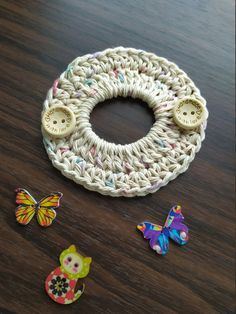 Ponytail ear saver Mask holder Approx 4 inch wide Made with cotton yarn Can be made in other colors Poney Crochet, Crochet Pony, Crochet Mask, Crochet Faces, Quick Crochet, Crochet Gifts, Crochet Headbands, Knit Headband, Baby Headbands