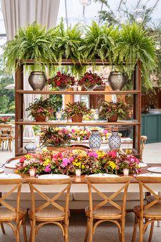 Event Themes, Event Decor, Beach Wedding Decorations, Table Decorations, Outdoor Dinner Parties, Estilo Tropical, Altar, Table Set Up, Wedding Places