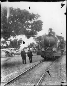 Φιλικη Εταιρεια: ΔΕΙΤΕ ΕΔΩ ΣΠΑΝΙΕΣ ΦΩΤΟΓΡΑΦΙΕΣ ΑΠΟ ΕΝΑ ΠΑΡΕΛΘΟΝ.ΕΛΛΑΔΑ 1910-1952..!!! Λουτράκι , τρένο στο σιδηροδρομικό σταθμό.