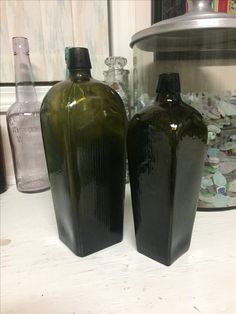 Case Gin Bottles Gin Bottles, Vase, Home Decor, Homemade Home Decor, Interior Design, Jars, Home Interiors, Vases, Decoration Home