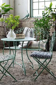 Dolores pöytä Ø 80 cm Outdoor Furniture Sets, Summer House, Outdoor Decor, Furniture, Outdoor Tables, Outdoor Furniture, Home, Home Decor, Room