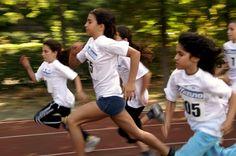 Como herramienta en el ámbito de la prevención, el ejercicio físico diario moderado ayuda a prevenir el sobrepeso y la obesidad, también en el caso de los niños y de los adolescentes. Se considera fundamental evitar el sedentarismo y fomentar la realización de los trayectos cortos, caminando o paseando.
