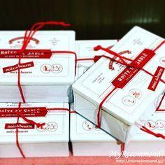 おしゃれな缶入りお菓子 Bakery Packaging, Cute Packaging, Packaging Design, Branding Design, Cookie Box, Cookie Gifts, Menu Design, Food Design, Ice Cream Packaging