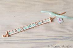 Pulsera tejida a mano de Miyuki Delica hecho de perlas de vidrio de alta calidad en tonos cobre, menta, taupe, turquesa y blanco. La conclusión es color de rosa. Hermoso colores cálidos! Diversión para el otoño o el invierno.  Por extensión cadena adecuado para muñeca tamaño 16.5 21.5 cm.  También divertido para regalar!  Después de la confirmación de la orden es la pulsera dentro de 1-2 días laborales.   Vista para las pulseras más en mi tienda: http://etsy.me/1R2kyQV