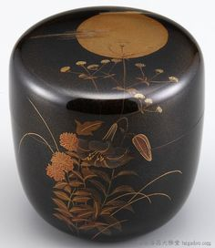 棗(なつめ)研ぎ出し蒔絵月下秋草の図は、研ぎ出し蒔絵の技法を活かした落ち着いた雰囲気の棗