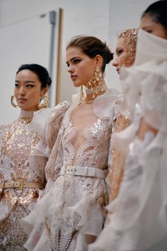 See all the Backstage photos from Elie Saab Spring/Summer 2020 Couture now on British Vogue Bridal Dresses 2018, Princess Wedding Dresses, Asian Wedding Dress, Elie Saab Spring, Beach Dresses, Beautiful Gowns, Vanity Fair, Fashion Photo, Backstage