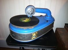 Spears Co. Children's Tin Toy 78rpm Electric Phonograph, 1930's