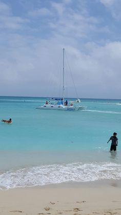 Waikiki beach, Oahu, Hawaii  Photo credits to #Sandy Stein