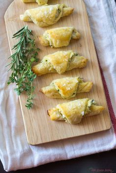 Savory Herb and Cheese Rugelach - The Little Ferraro Kitchen Mini Quiches, Kosher Recipes, Cooking Recipes, Kosher Food, Appetizer Recipes, Appetizers, Phyllo Recipes, Prosciutto Recipes, Rugelach Recipe