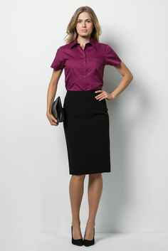 Corporate Oxford Shirt - This women's Oxford shirt with top pocket is a functional and stylish option for everyday office wear. Corporate Outfits For Women, Corporate Headshots, Blouse Outfit, Office Fashion, Pencil Dress, Skirt Suit, Girls Wear, Office Wear, Get The Look