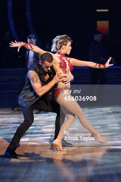 Artem and the rest of the mark pros dancing with Julianne Hough on results show 23/9/14 - pic credit: Getty Images