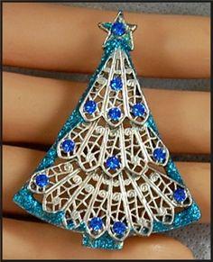 Glittery Vintage Rhinestone Filigree Christmas Tree Holiday Brooch Pin Signed KC #KC