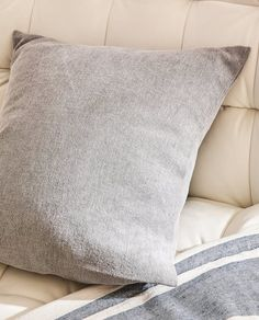 Image 6 of the product PLAIN COTTON CUSHION COVER Zara Home España, Bungalow Renovation, Beach Bungalows, Furniture Decor, Improve Yourself, Cushions, Throw Pillows, Living Room, Cover