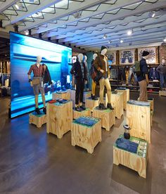 www.retailstorewindows.com: Levis, London