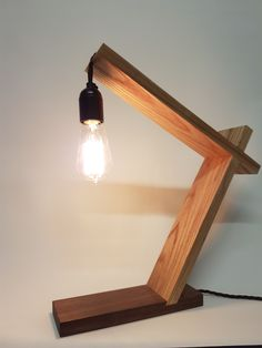 hand made wooden lamp table lamp                                                                                                                                                                                 Más