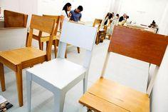 Barcelona Design Week 2013. Die linker stoel heb ik gemaakt tijdens mijn stage bij Piet Hein Eek. Prototype stapelbare eikenhouten stoel.
