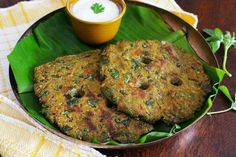 Methi Thalipeeth Recipe (Maharashtrian Style Mixed Flour Flatbread With Fenugreek Leaves)