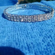 ✂Stretch bracelet NWOT Beautiful, sparkly bracelet Swarovski crystals One size fits most Jewelry Bracelets