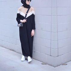 Abaya Style 313703930286243682 - 3 Renk Abaya ⚜️ Source by Hijab Casual, Hijab Outfit, Hijab Chic, Casual Dresses, Hijab Dress, Abaya Fashion, Muslim Fashion, Modest Fashion, Fashion Clothes