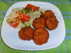 Fuente: delikasero.blogspot.com   Vamos a necesitar   1 pechuga de pollo entera cortada en filetes  50 gramos de miga de pan  1 diente de ...