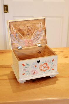 Treasures and Trinkets... Vintage 1946 Wooden Jewelry Box - Handpainted Floral, Shabby Chic