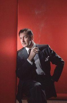 The suave, handsome, and ultra-elegant Vincent Price Vintage Hollywood, Classic Hollywood, Herbert Lom, Actor Secundario, Fritz Lang, Photo Vintage, Horror Icons, Cinema, Vintage Horror