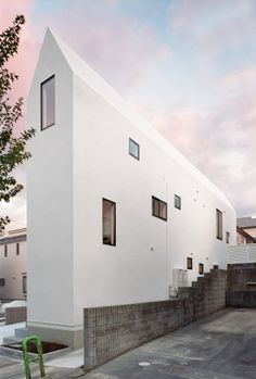 """duplex"" intentional living home for two families. : HouseK / Hiroyuki Shinozaki Architects"