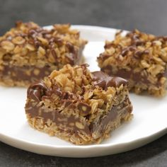 No-Bake Chocolate Oat Bars. Only 10 mins of prep and no oven. Easy No-Bake Chocolate Oat Bars - Need a sweet treat that doesn't require heat? Try our No-Bake Chocolate Oat Bars! This simple delight whips up quickly and mixes crunch with chocolate taste. Peanut Butter Oatmeal Bars, Chunky Peanut Butter, No Bake Oatmeal Bars, Oatmeal Squares, Butter Pecan, Lemon Butter, Peanut Butter Delight Recipe, Oatmeal Cake, Cream Butter