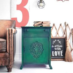 Annie Sloan's Painter in Residence Ildiko Horvath started this project by painting Graphite on the edges and carvings of the cabinet. She then added areas of Aubusson Blue, Antibes Green and Olive, which she painted over with a coat of Amsterdam Green. The finished look is amazing rustic and warehouse inspired! Redo Furniture, Painting Shutters, Painted Furniture, Painted Sideboard, Green Cabinets, Furniture, Versatile Furniture, Chalk, Annie Sloan