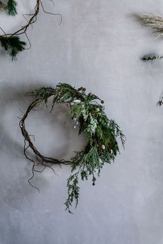 Asymmetrical wreath via Local Milk