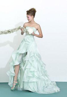 Abiti da sposa realizzati in Italia e venduti nelle migliori boutique di tutto il mondo e nei franchising Atelier Aimée Montenapoleone.
