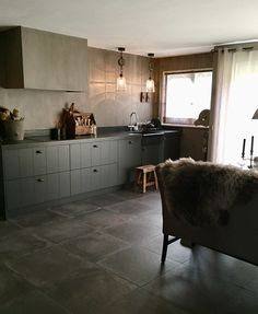 Custom Kitchens, Modern Farmhouse Kitchens, Home Kitchens, Danish Kitchen, Küchen Design, Interior Design, Kitchen Stories, Farmhouse Kitchen Decor, Living Room Inspiration