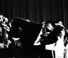 Ray Charles taking a bow at a concert in Copenhagen (Oct. 1966). Photo by Jan Persson.