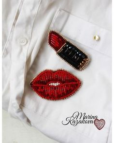 Beaded lips and lipstick Bead Embroidery Jewelry, Beaded Embroidery, Hand Embroidery, Embroidery Designs, Beaded Jewelry, Bead Crafts, Jewelry Crafts, Lesage, Beaded Brooch