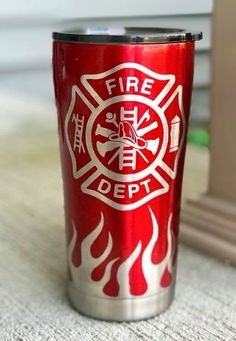 Diy Tumblers, Custom Tumblers, Glitter Tumblers, Vaso Yeti, Fire Dept, Fire Department, Yeti Cup, Firefighter Gifts, Painted Cups