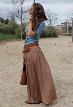 30 Beautiful Maxi Skirt For This Fall - flowing tan/brown maxi and big belt... nice.