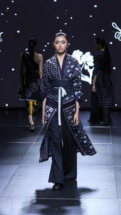 Kebaya Dress, Batik Kebaya, Blouse Batik, Batik Dress, Kimono, Batik Fashion, Ethnic Fashion, Japan Fashion, Fashion Show