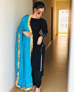 Salwar Designs, Kurti Designs Party Wear, Beautiful Suit, Beautiful Girl Photo, Panjabi Suit, Punjabi Suits Designer Boutique, Blue Colour Dress, Punjabi Girls, Pakistani Fashion Casual
