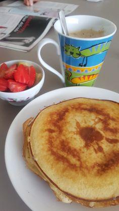 Cappuccino, pancake diet a la banane, (1 oeuf 1/2 banane et 50gr de farine ) fraise banane fraîche