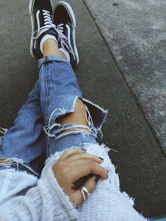 Fall 2017 Style and Outfit Ideas for School black old skool vans and ripped jeans