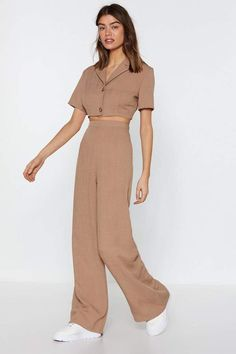 A clear winner. These pants comes in linen and feature a high-waisted, wide-leg silhouette and zip closure. Looks Chic, Looks Style, Kpop Fashion, Korean Fashion, Jugend Mode Outfits, Minimal Outfit, Mein Style, Cute Casual Outfits, Fashion Dresses