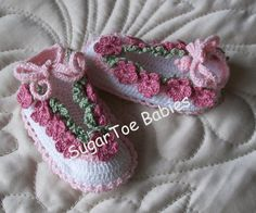 Hey, I found this really awesome Etsy listing at https://www.etsy.com/listing/107245919/newborn-crochet-pattern-baby-booties