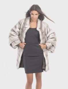 Real Fur Coats and Accessories. Chinchilla, Elegantes Outfit Frau, Rabbit Fur Coat, Mink Fur, Coats For Women, Classy, Step Inside, Fur Coats, Lynx
