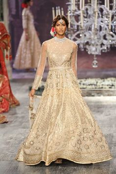 Tarun Tahiliani at India Couture Week 2016 Indian Bridal Wear, Indian Wedding Outfits, Pakistani Outfits, Indian Outfits, Indian Wear, Pakistani Bridal, Wedding Dresses, Traditional Fashion, Traditional Outfits